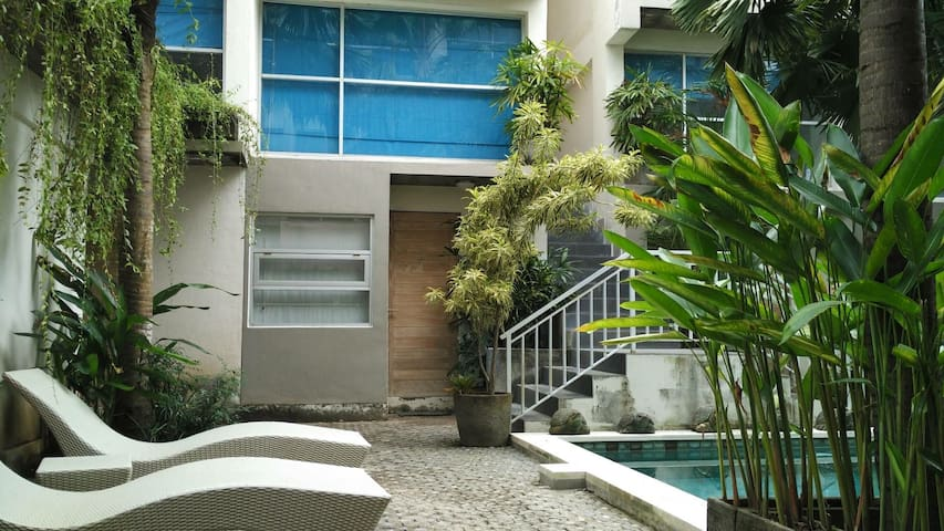 A loft Apartment #2 with shared pool in Denpasar