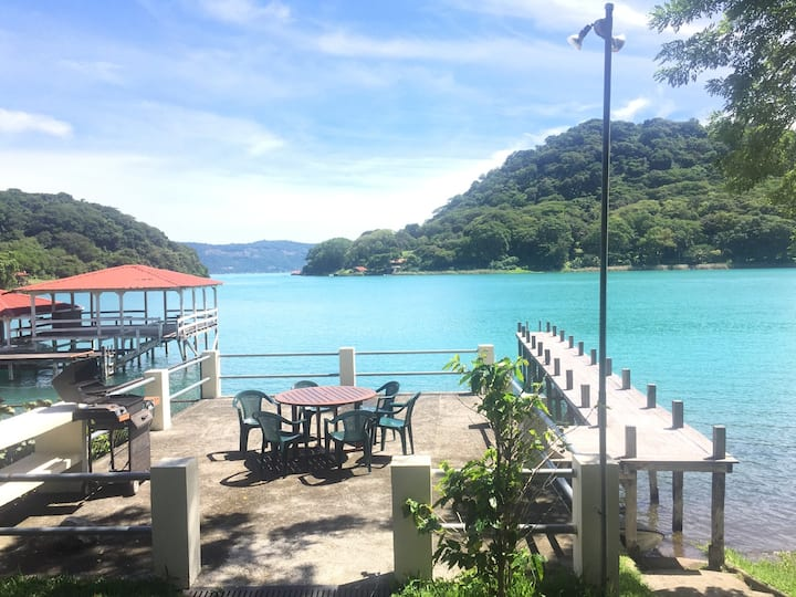 Lakefront Coatepeque Lake Retreat