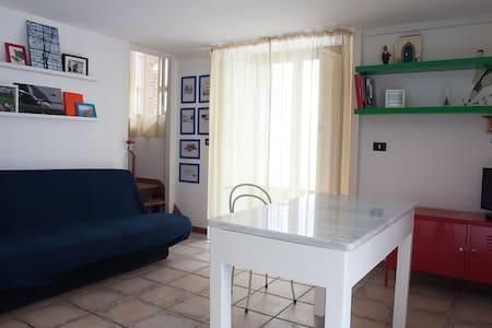 Home and backyard - Aci Castello - Talo