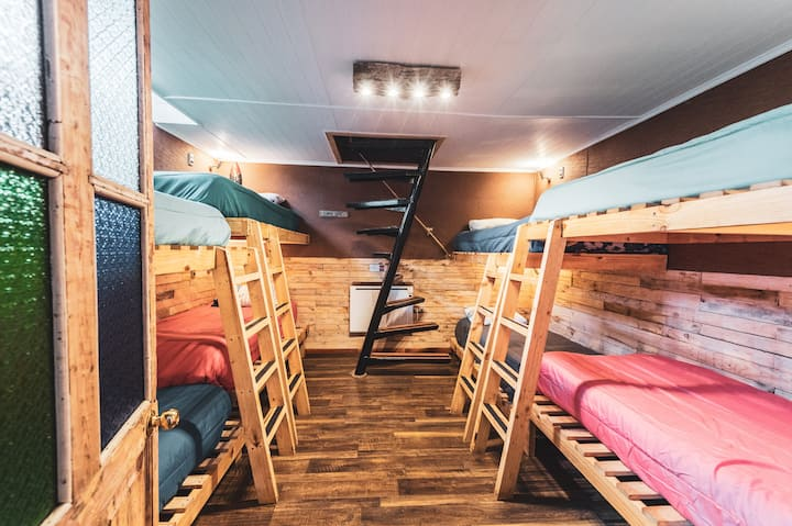 Corner Hostel Natales-Habitación Compartida