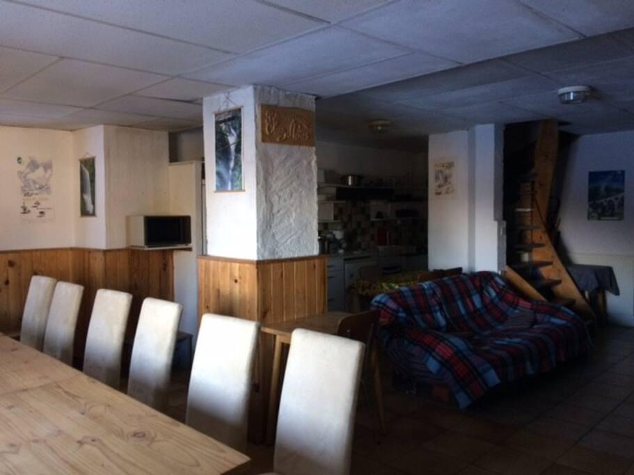 salle commune + cuisine