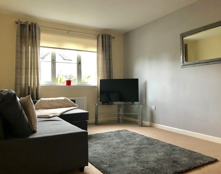Entire 2 bedroom ground floor flat, Stirling