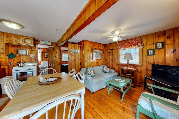 Rustic & well-equipped cottage near the ocean w/gas grill, deck w/chairs, & lawn
