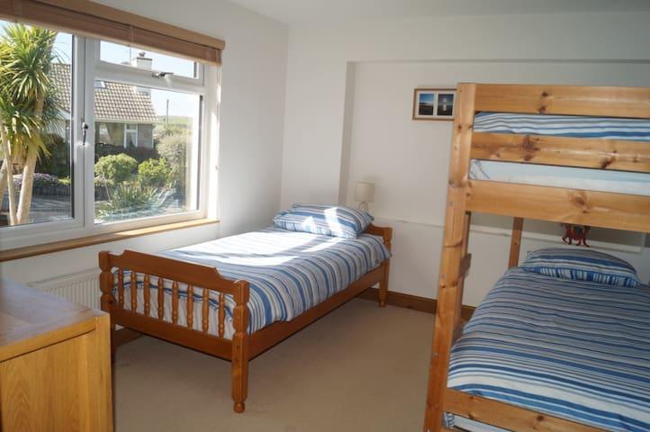 Croyde BnB, 3 Bed Bunk Room - Croyde - Bed & Breakfast