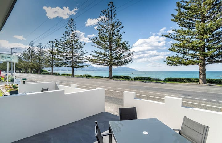 Kaikoura Beachfront One Bedroom Unit
