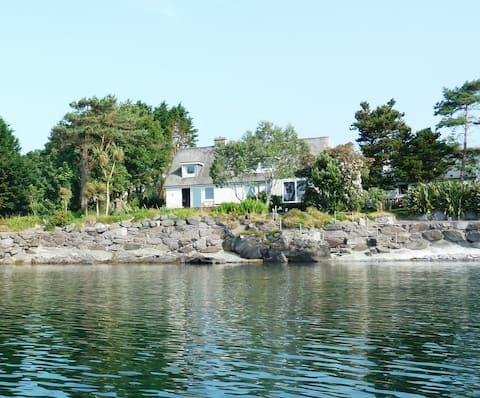 Waterfront apartment, walking distance of village