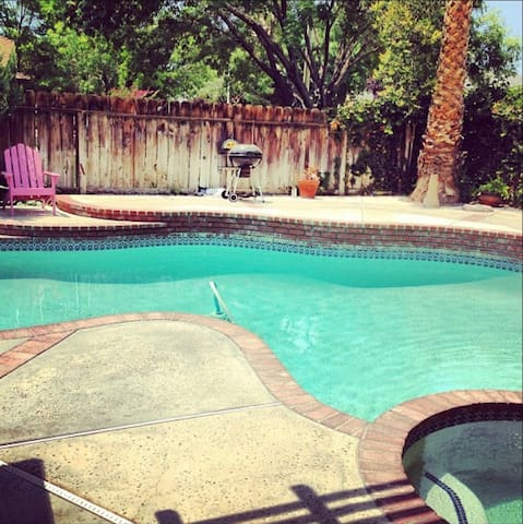Great pool home. - Lancaster - Casa