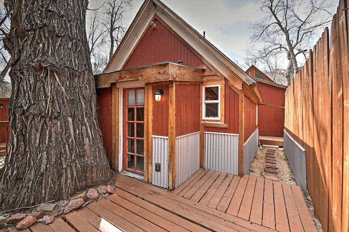 NEW! 1BR Manitou Springs Cabin on the River! - Manitou Springs - Stuga