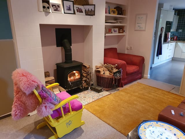 Bright & spotless room in redbrick 8 mins to city