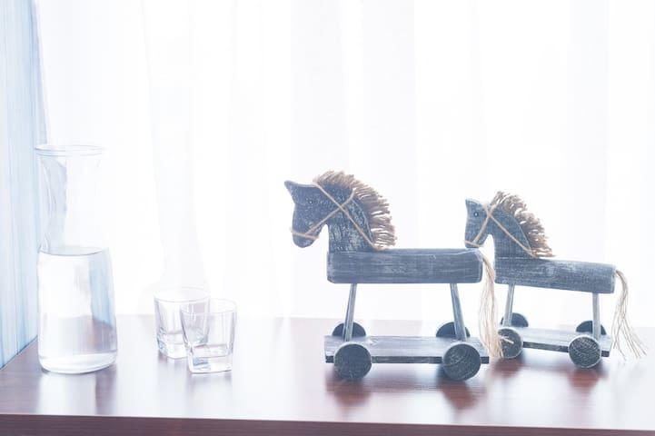 【西雅图未眠】解放碑正中心,步行10分钟到洪崖洞朝天门的唯美美式风格,53楼落地窗震撼景观