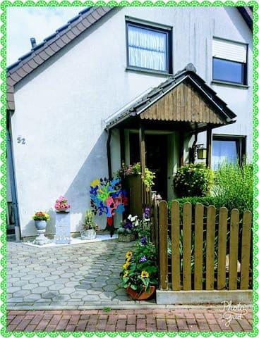 Kleine gemütliche Zimmer im Einfamilienhaus