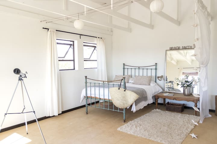 simple styling, ocean sunsets - Cape Town - Apartment