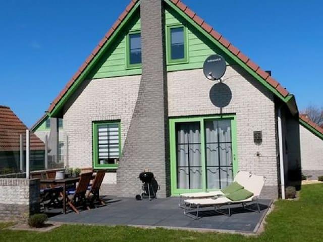 Vrijstaande bungalow op loopafstand van het strand - Julianadorp - Lägenhet