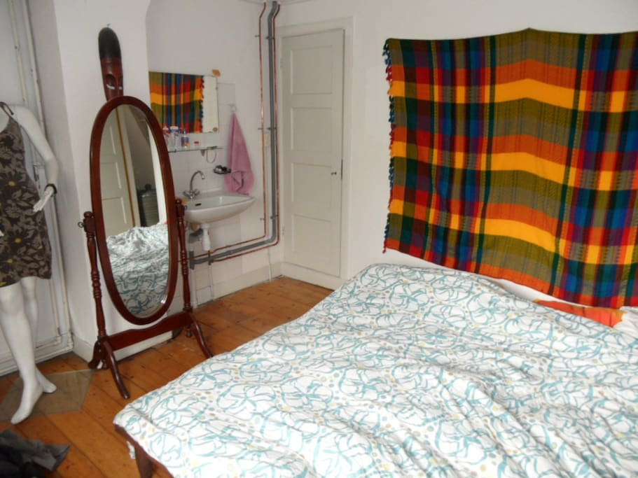 2 persons bedroom (5 by 4 m) with washing sink and 2 persons futon bed (normal matresses available if requested)