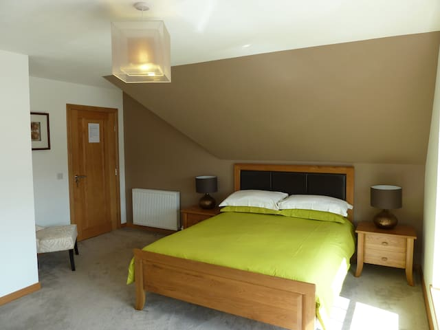 Udny Green, En-suite, Sky HD, Wifi, Breakfast - Udny Green