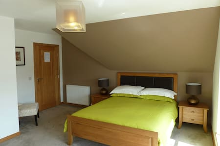 Udny Green, En-suite, Sky HD, Wifi, Breakfast - Udny Green - Wikt i opierunek