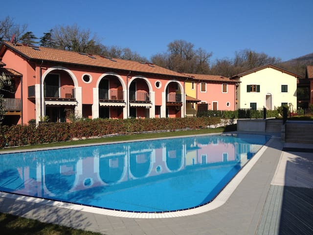 Condo by Lake Garda (garden & pool) - Castion Veronese - Apartament