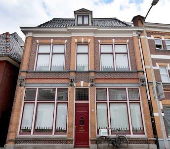 Historical building Almelo centre * - Almelo - Bed & Breakfast