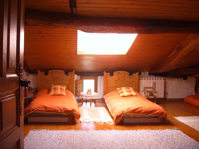 Entrañable caserio del siglo XV - Oñati - Casa