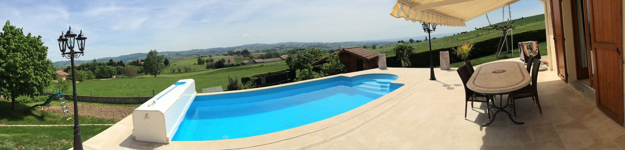 Villa de 120m² avec piscine, proximité Lyon