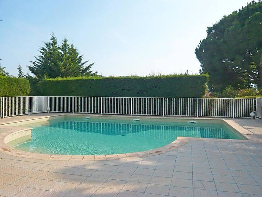 piscine sécurisée avec douche à partir de mi mai environ