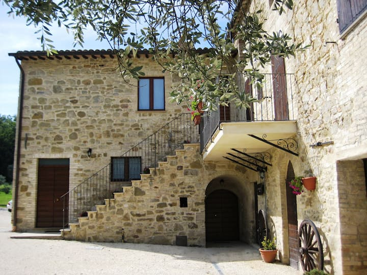 Charming Apartment in farmhouse resort near Assisi