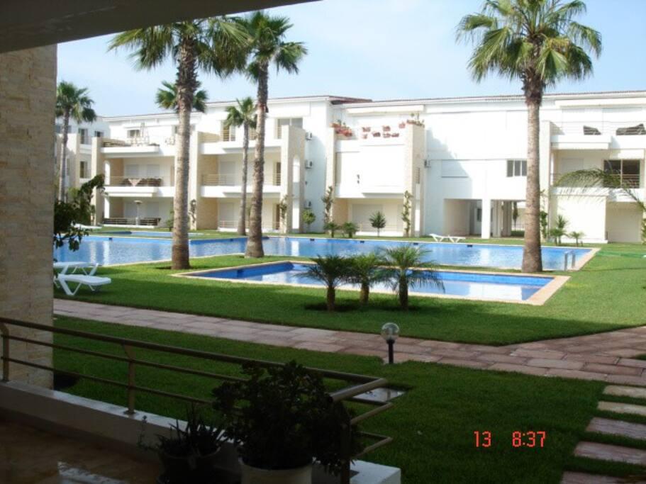 Une des nombreuses piscines de la résidence