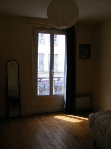 Room in a shared flat, lively area - Paris - Flat