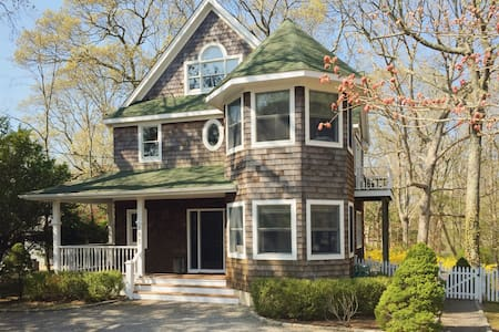4 BR HOME w POOL, walk to ferry! - Shelter Island Heights - Hus