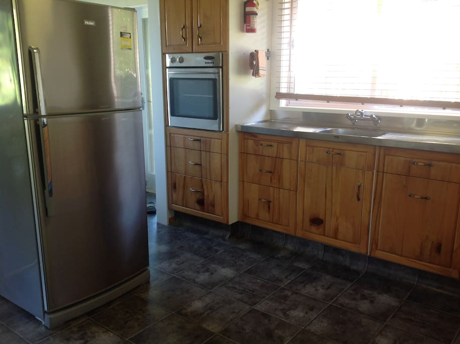 Full kitchen, Large Fridge