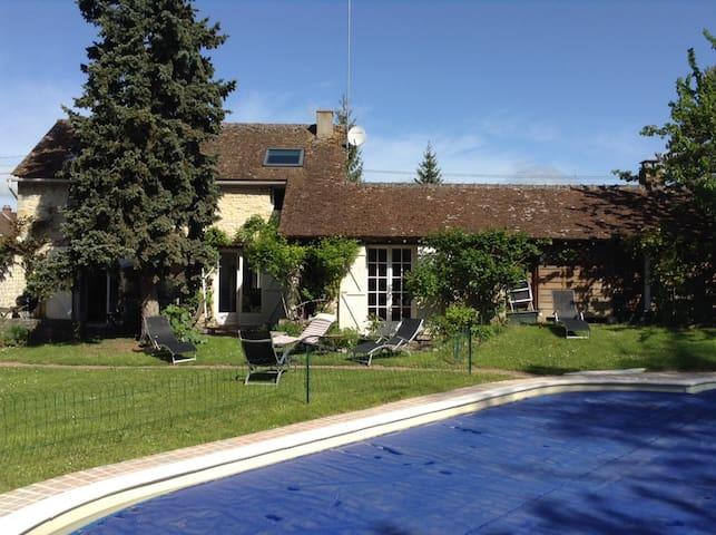 Maison/ piscine près Fontainebleau - Aulnay-la-Rivière - Huis