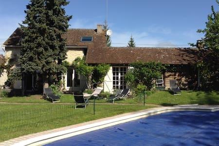Maison/ piscine près Fontainebleau - Aulnay-la-Rivière - Hus