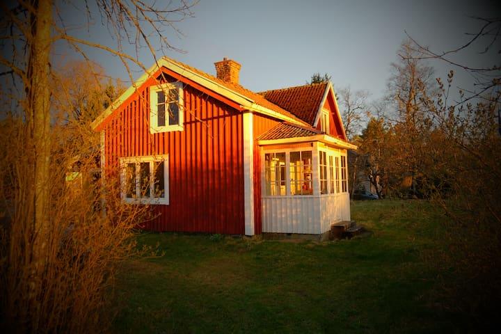 "Charming ""torp"" on popular river - Vaggeryd - Houten huisje"