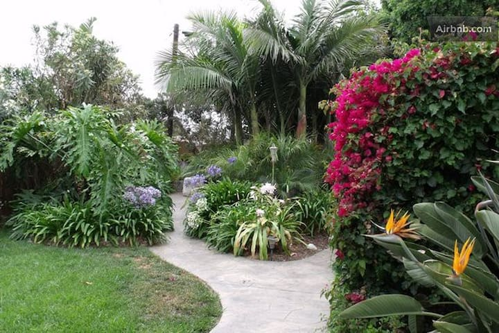 Tropical Paradise B&B /Private Bath - Imperial Beach