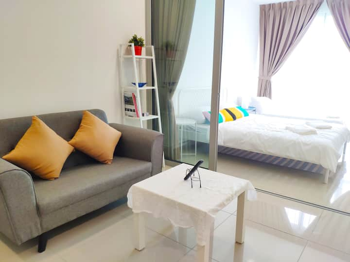 Lux Studio w/Wifi, 3 pax, 10 mins to IOI City Mall