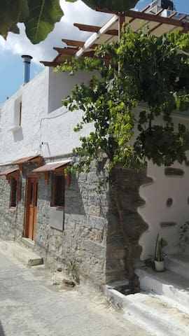 Traditional house at mavrikiano - Μαυρικιανο