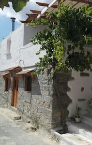 Traditional house at mavrikiano - Μαυρικιανο - House