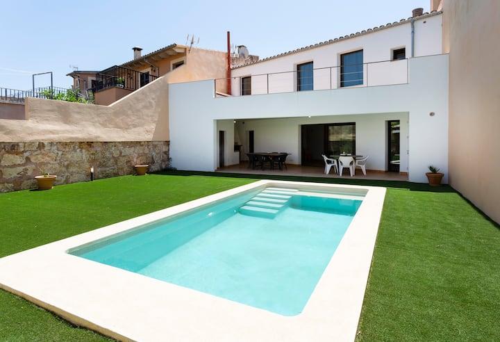 Casa Massip, vivienda con patio y piscina Sineu.