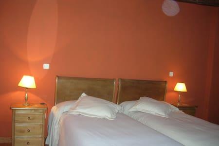 Hotel, bar-restaurante. Hab. 24 - Miranda de Arga