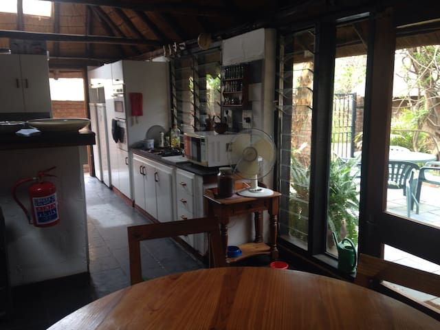 Broadhurst: room in thatched house - Gaborone - House