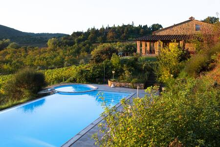 Villa a Montepulciano con Piscina - มอนเต้ปูลชาโน่ - วิลล่า
