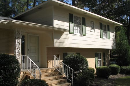 Ideally Situated Cozy 4Bd-2.5BA - Augusta - House