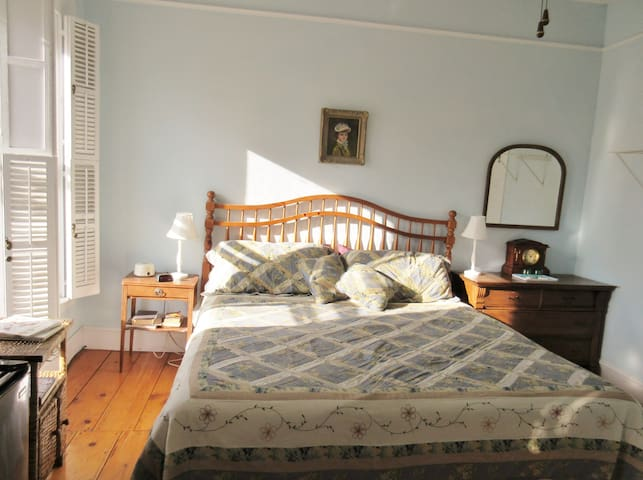 """Private """"Hampton"""" room in downtown Vergennes - Vergennes - House"""