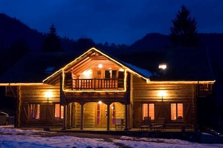 Charming log cabin in mountain area - Podu Dâmboviței - กระท่อมบนภูเขา