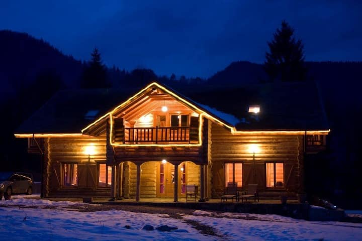 Charming log cabin in mountain area