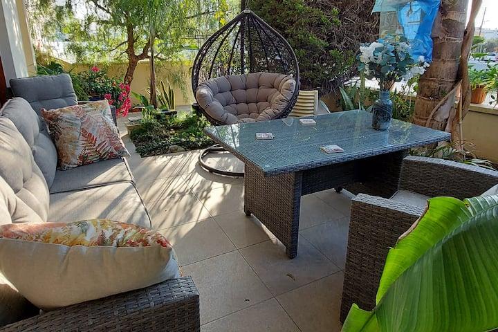 Private room  in quiet garden house