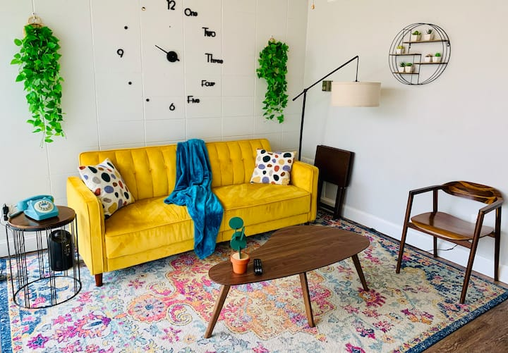 #1 Retro Apt-Great Location Near All The Fun