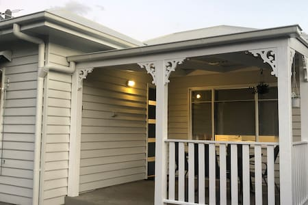 Central Albury Cottage, 5 min walk to main street
