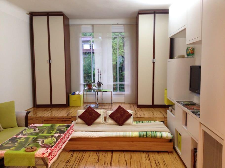 320 sq ft studio buttes chaumont le de france. Black Bedroom Furniture Sets. Home Design Ideas