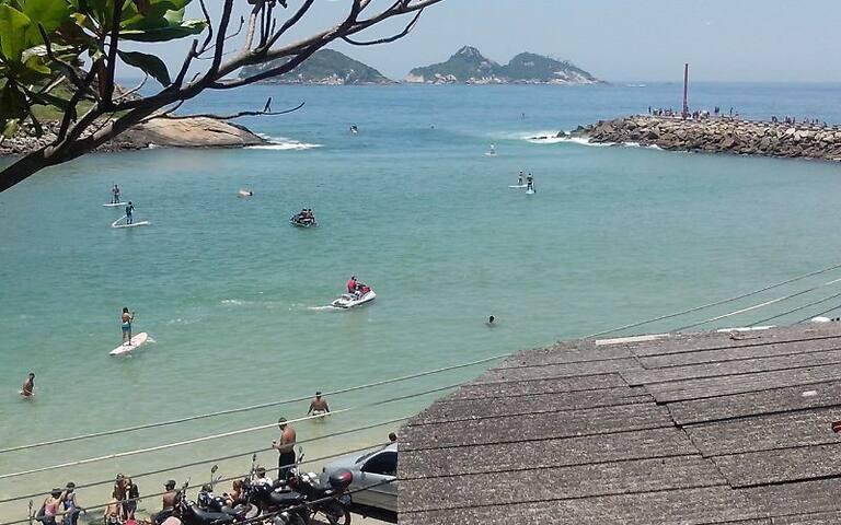 Quarto c/ banheiro e c/ cozinha na Praia da Barra